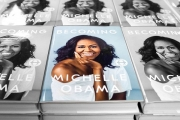 دانلود کتاب «Becoming Michelle Obama»